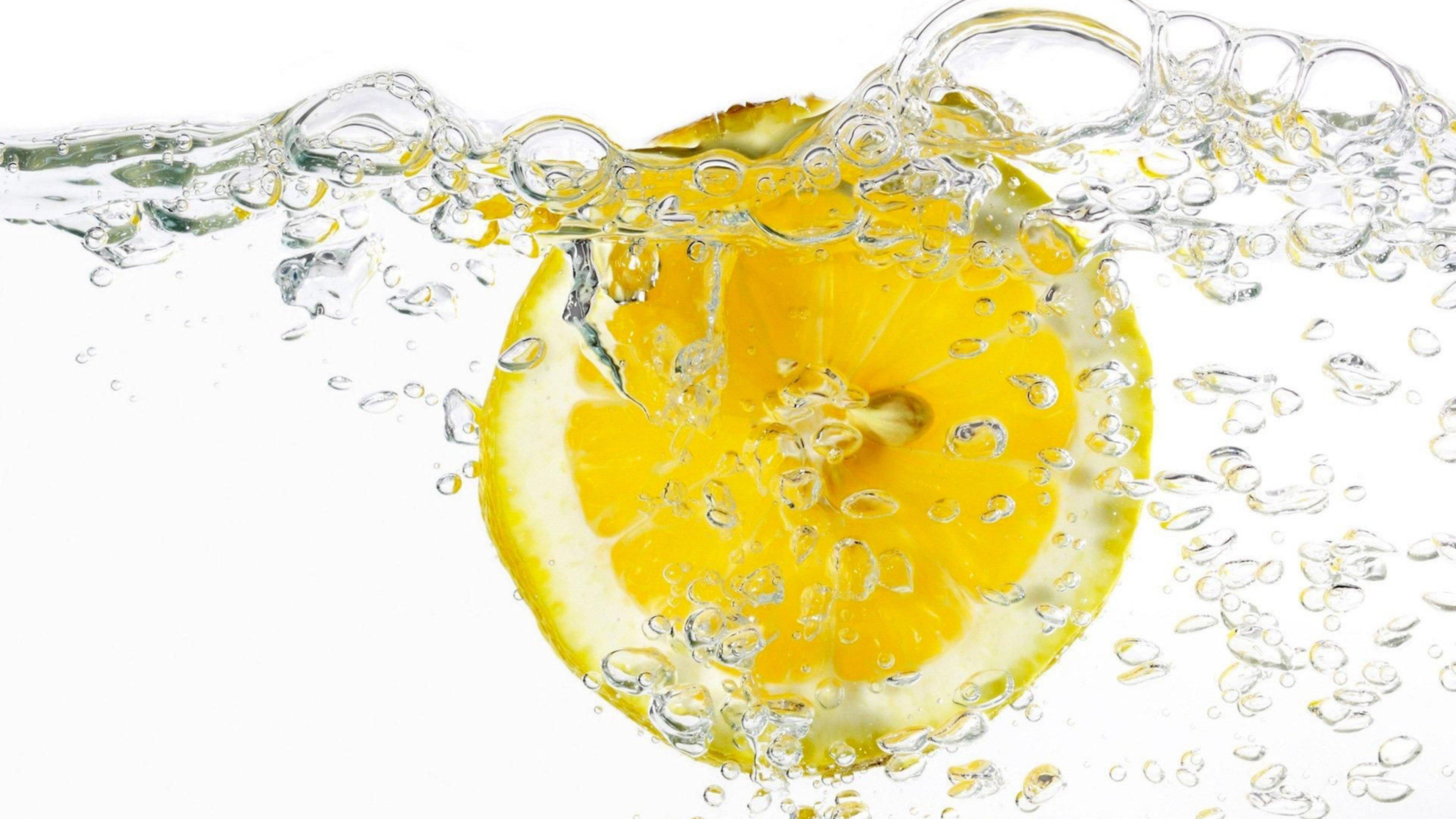 Дольки лимона в стакане  № 3698149 загрузить